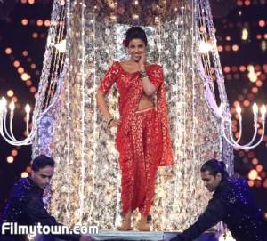 Priyanka performs at the awards nite